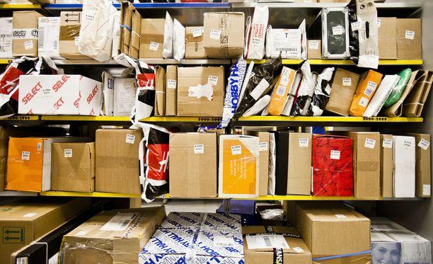 Joulun postipaketit saattavat tänä vuonna kulkea jopa kymmenien kilometrien päässä vastaanottajasta sijaitseviin pop up -noutopisteisiin.