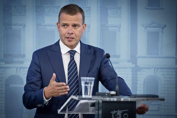 Kokoomuslaiset tunnetaan siististä pukeutumisesta. Tässä esimerkkiä näyttää puolueen puheenjohtaja, valtiovarainministeri Petteri Orpo, jonka Eeva-lehden lukijat taannoin äänestivät Suomen seksikkäimmäksi mieheksi.