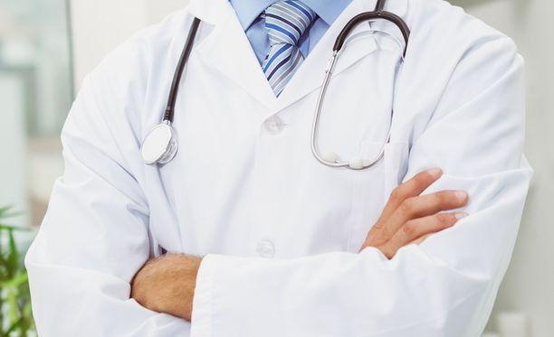 30-vuotias lääkäri kiisti syytteet.