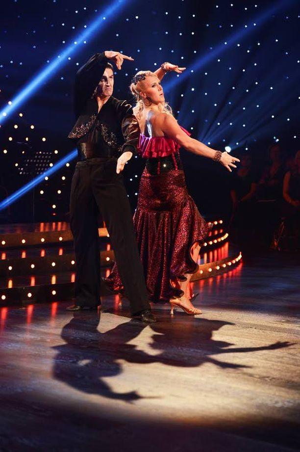 VIIMEINEN TANSSI? Iltalehden lukijat uumoilevat, että Sari Multala nähdään sunnuntaina viimeistä kertaa parketilla Tanssii tähtien kanssa -kilpailussa.