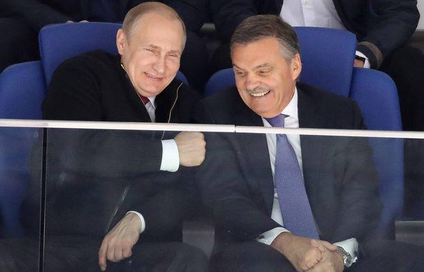 Venäjän presidentti Vladimir Putin (vas.) ja IIHF:n puheenjohtaja Rene Fasel ovat ylimmät ystävät.