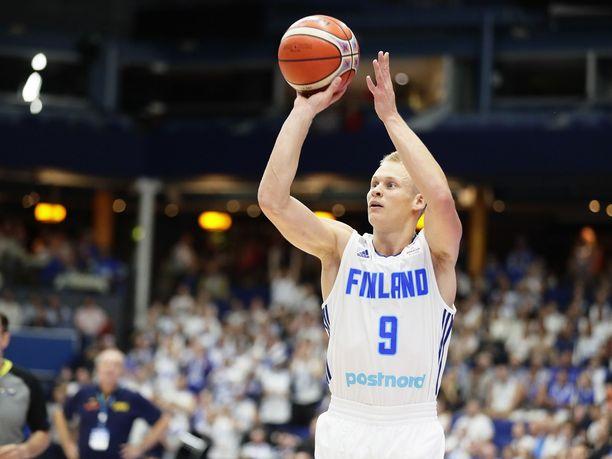 Sasu Salinin kolmonen nosti Suomen johtoon 40 sekuntia ennen ottelun päättymistä. Arkistokuva.