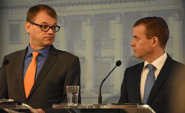 Pääministeri Juha Sipilä sanoi maanantaina alkuillasta todennäköisesti pyytävänsä presidentiltä hallituksen eroa.