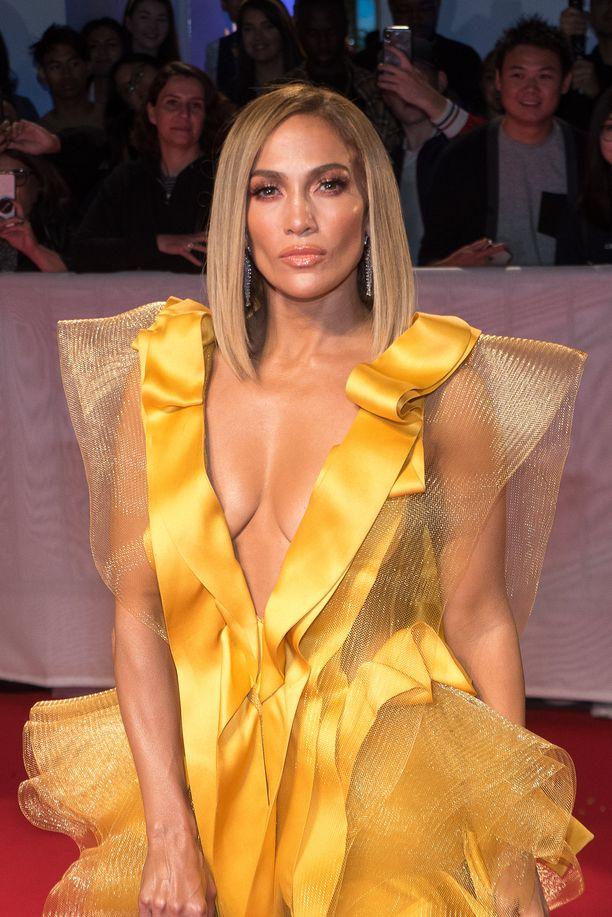 Jennifer Lopez, 50, tunnetaan esimerkiksi elokuvista Anoppi on pahin ja Unelmien Manhattan. Lisäksi hänet tunnetaan lukuisista menestyskappaleistaan.