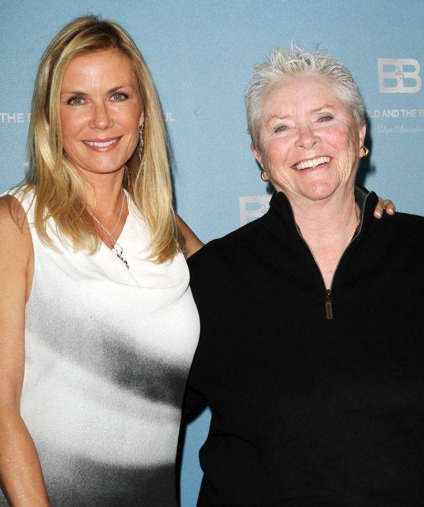 Katherine Kelly Lang ja Susan Flannery näyttivät yhdessä noin 25 vuotta. Kuva on vuodelta 2012.