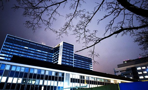 HUSin Meilahdessa hoitajat ovat uupuneet ylipitkiin työvuoroputkiin. Sairaalan johdolla on toukokuusta lähtien ollut tiedossa tämä ongelma.