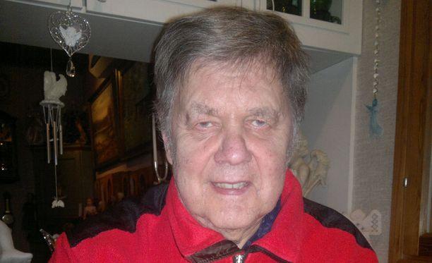 Eero Virtanen on innokas runoharrastaja.