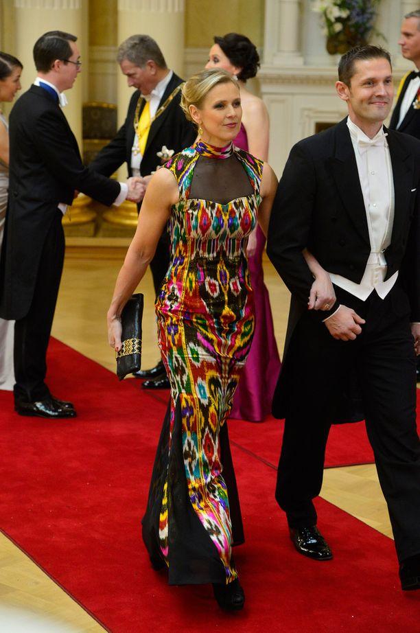 Kaisa Wallinheimo edusti kirjavassa puvussa.