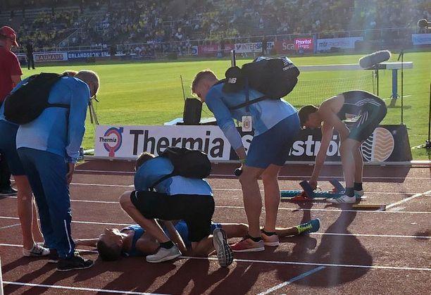 Juoksija Martti Siikaluoma kärsi voimakkaasta vatsan seudun kiputilasta lauantaina Tukholmassa.