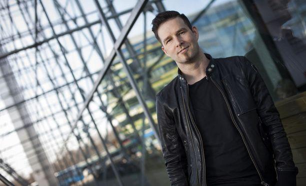 Darude eli Ville Virtanen kertoo Vicen dokumentissa julkisuuspyörteestä johon hän yllättäen joutui, kun Sandstormista tuli kansainvälinen hitti.