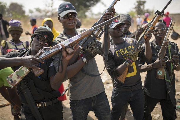 Aseellisten ryhmien väkivalta on yksi Nigerian vakavimmista ongelmista. Kuvituskuva.