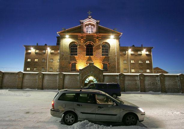 Etelä-Pohjanmaalta kotoisin oleva pitkäaikaisvanki päätyi Vaasan vankilaan ja sen sairaalaan. Sieltä hän kävi säännöllisesti siviilisairaaloissa hoidossa.