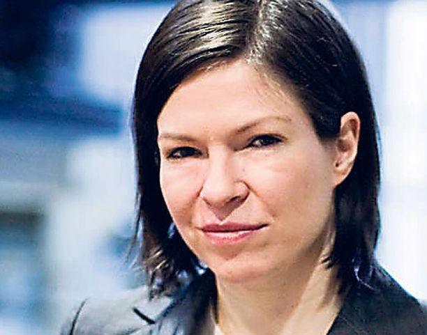 """Anni Sinnemäki pohti vihreiden hallituksessa sanontaa """"maassa maan tavalla""""."""