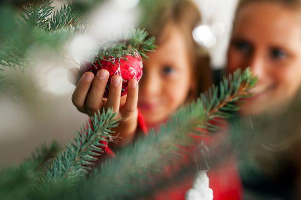 Joulun alla on käynnissä monia erilaisia kampanjoita ja keräyksiä, joiden kautta voi auttaa ja levittää joulumieltä. Kuvituskuva.