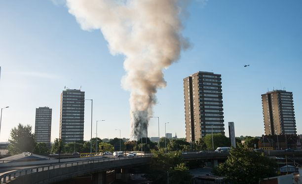 Tulipalosta noussut savu näkyi jopa Englannin etelärannikolle saakka.
