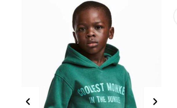 """Musta poika ja teksti """"viidakon siistein apina"""" oli monelle liikaa."""