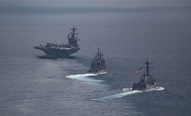 Yhdysvaltain puolustushallinnon julkaisema kuva paljastaa, että viime lauantaina laivasto-osasto oli itse asiassa matkalla poispäin Koreasta, päin vastoin kuin presidentti Donald Trump väitti.