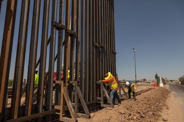 Uutta muuria pystytetään Yhdysvaltain ja Meksikon rajalle Calexikossa. Trump on luvannut rakentaa muurin koko rajan mittaiseksi.