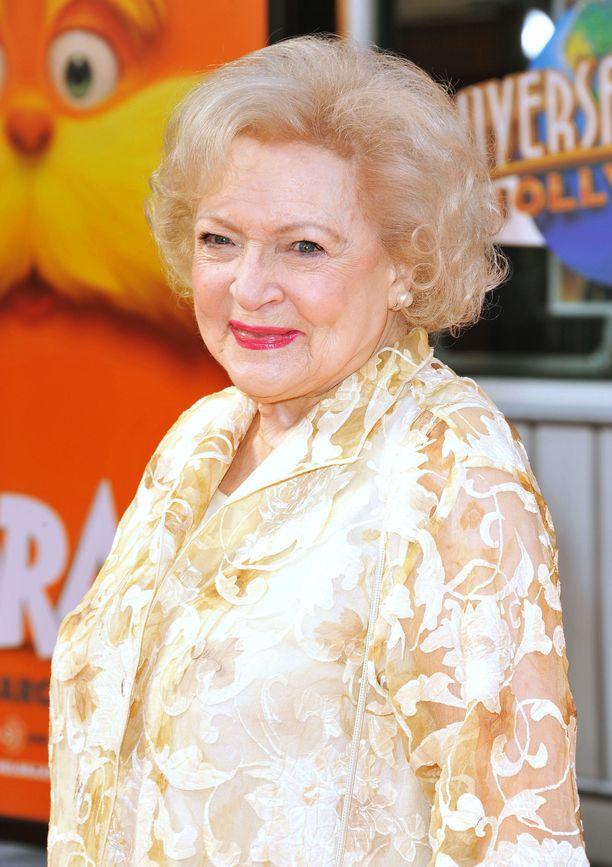 Näyttelijä Betty White asuu Kaliforniassa.