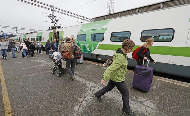 Veturimiehet vastustavat mielenilmauksellaan suunnitelmia vapauttaa junaliikenteen kilpailu.