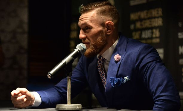 Conor McGregorille naureskellaan somessa suuren ottelun alla.