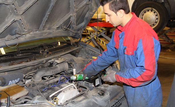 Polttomoottorilla käyvää auto voidaan huoltaa myös kemiallisesti. Autoliiton suosittelema moottorin puhdistushuolto voi tuoda yllättävän parannuksen auton tehoon ja kulutuslukemiin.