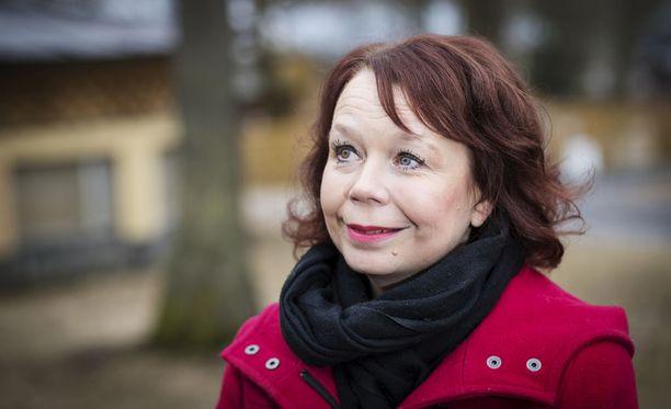 SDP:n kansanedustaja Pia Viitanen moittii hallitusta tyhjistä lupauksista.