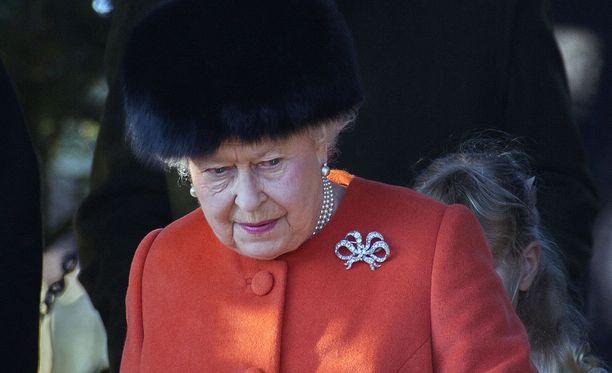 Kuningatar Elisabet on ollut rajun flunssan kourissa.