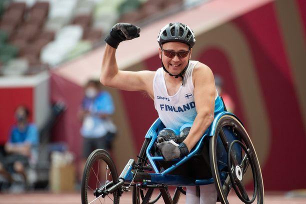 Toni Piispanen on voittanut aiemmin paralympia- sekä MM-kultaa sadalla metrillä, mutta myös 200 metriä kulkee.