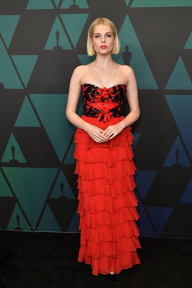 Lucy Boynton Rodarten seksikkäässä mekossa.