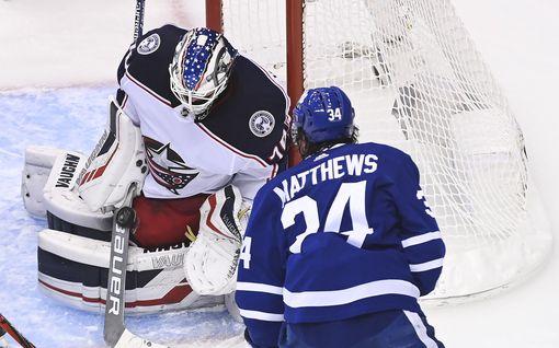 Joonas Korpisalo oli ilmiliekeissä NHL:ssä – pysäytti täysin Toronton supertähdet