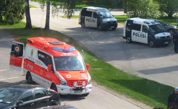 Mies ei totellut käskytystä, vaan tuli uhkaavasti poliisia kohti, jolloin häntä jouduttiin ampumaan jalkaan. Tapaus sattui Helsingin Puotilassa 20. toukokuuta.