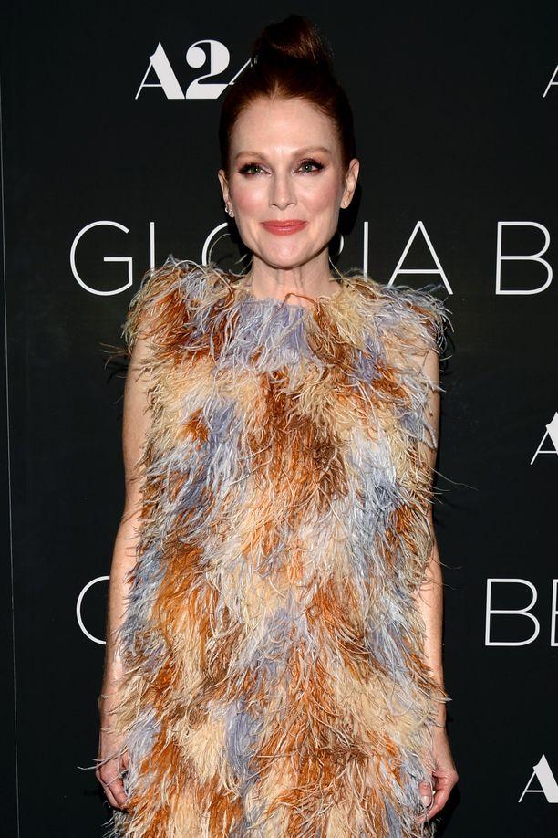 Kuvassa uutuuselokuva Gloria Bellissä näyttelevä Julianne Moore.