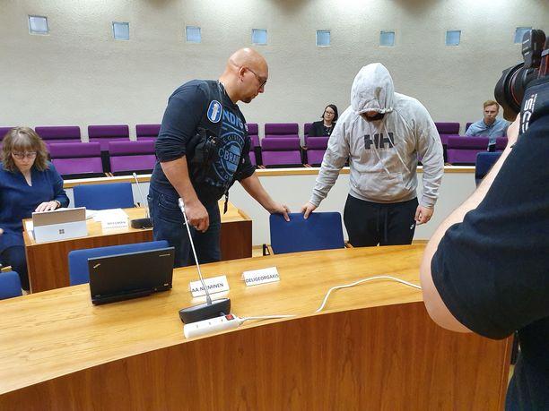 Maanantaina Pirkanmaan käräjäoikeudessa oli syytettyinä viisi epäiltyä. Pääepäilty on myöntänyt syytteet.