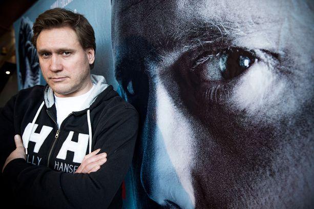 Samuli Edelmann esittää Viktor Kärppää uutuuselokuvassa Tappajan näköinen mies.