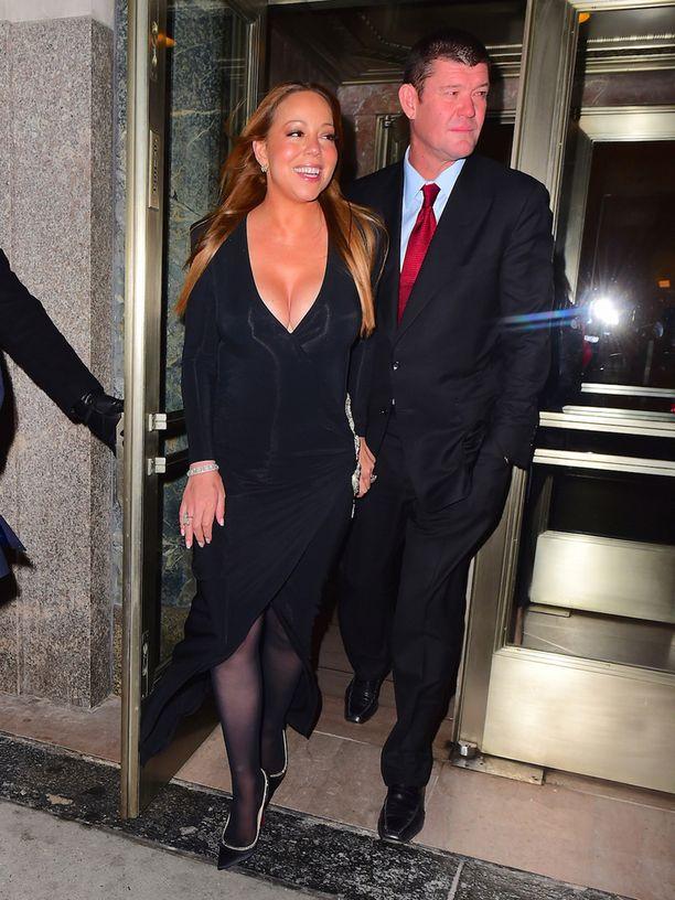 Carey kihlautui kihlattain australialaisliikemies James Packerin kanssa.