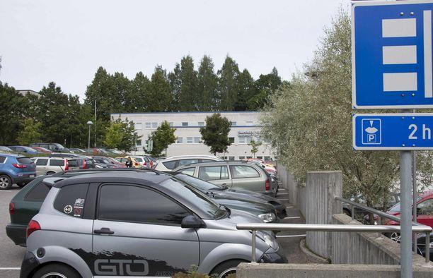 Parkkipaikoilla sattuu yli 100 pientä  peltikolaria päivittäin.