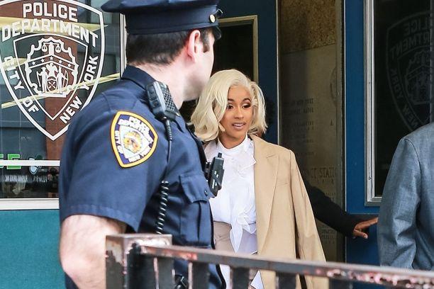 Cardi B kävi itse poliisilaitoksella.