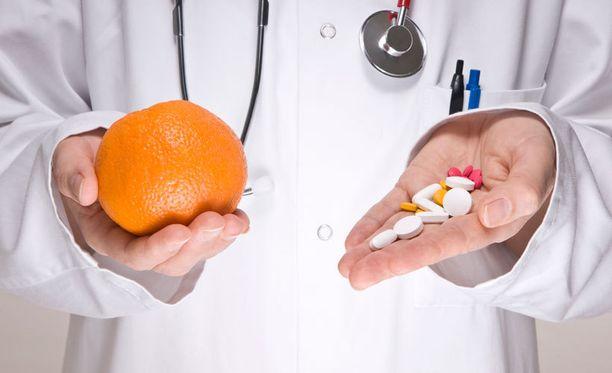 Diabetes on levinnyt Suomessa kulovalkean tavoin sen jälkeen, kun arkkiatri Arvo Ylpön D-vitamiinin suositukset 1960-luvulta pudotettiin 1/10:een ilman vankkaa tieteellistä näyttöä, toteaa Hannu Vierola.