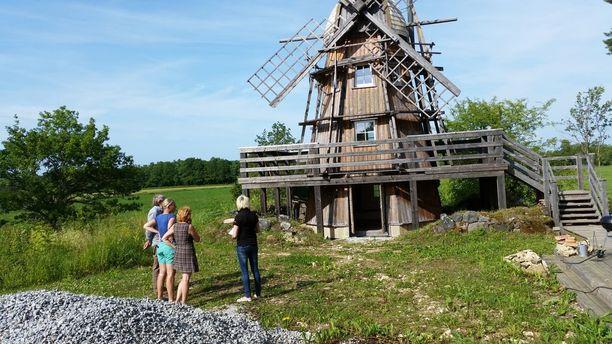 Tuulimyllyn pilalle menneen version päälle rakennettiin uudet seinät.