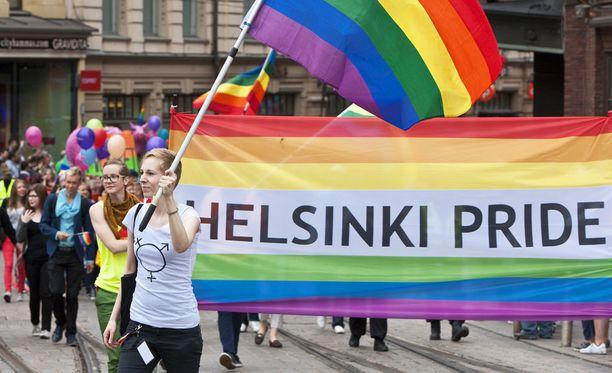 Seksuaali- ja sukupuolivähemmistöjen Helsinki Pride -viikko alkaa tänään. Kuva vuoden 2013 Helsinki Priden kulkueesta.