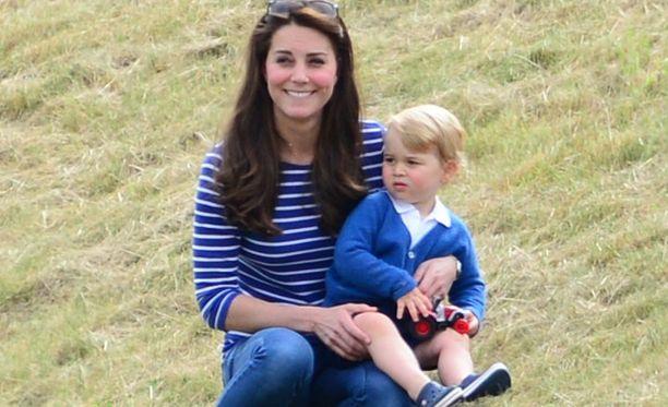 Kate Middleton ja prinssi George.