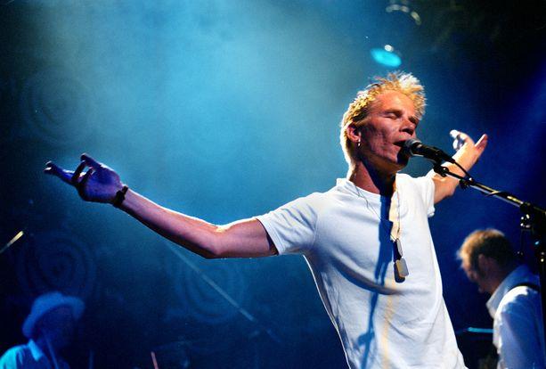 Pusa orkestereineen esiintyi kokovalkoisissa Tammerfestissa vuonna 1999.