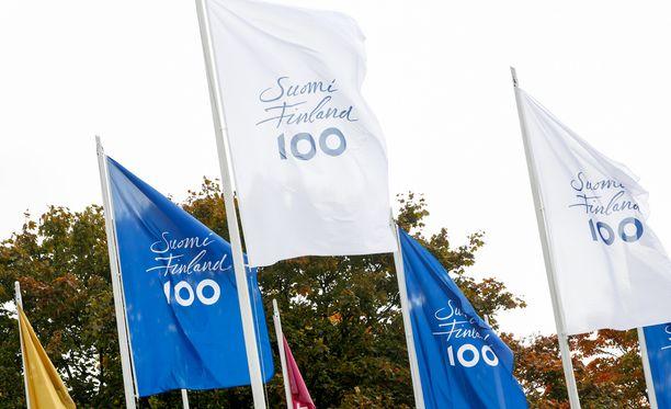 Suomen satavuotissyntymäpäivää huomioidaan näyttävästi ympäri maailmaa.
