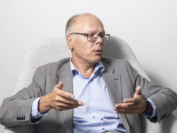 Husin toimitusjohtaja Juha Tuominen arvioi, että hallituksen määräämiä rajoitteita voidaan alkaa purkaa aikaisintaan kolmen kuukauden kuluttua.