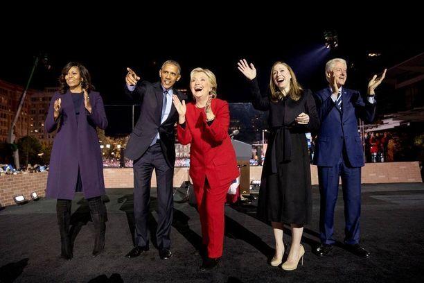 Michelle ja Barack Obama, Hillary, Chelsea ja Bill Clinton.