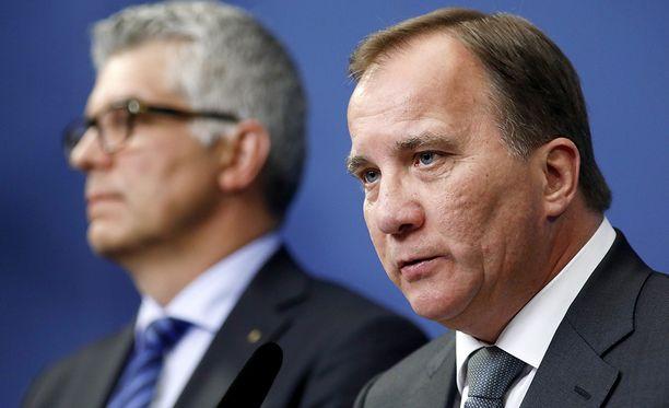 Ruotsin pääministerin Stefan Löfvenin johtama hallitus on ajautunut ahtaalle.