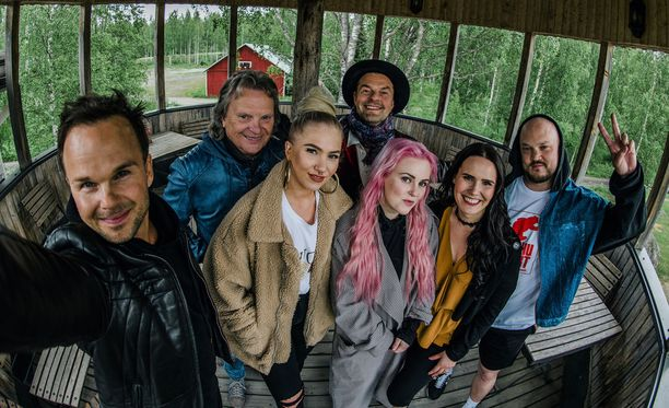 Pepe Willberg, Pyhimys, Evelina, Tuure Kilpeläinen, Anne Mattila, Ellinoora ja Lauri Ylönen eivät tunteneet toisiaan ennen kuvauksia.