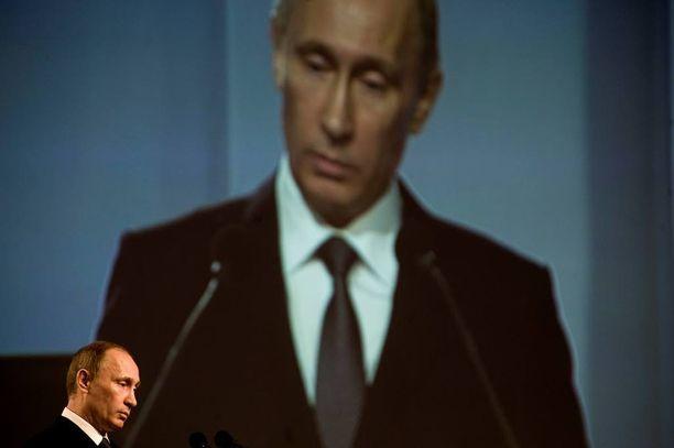 Tutkimuksen tehneen Orysia Lutsevichin mukaan viime vuosien tapahtumat Krimillä ovat paljastaneet Venäjän valtion ulkopuolisten pro-Venäjä ryhmien roolin konfliktin lietsojana.