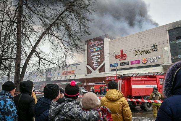 Kemerovon kaupungissa sijaitsevan Zimnjaja Vishnja -ostoskeskuksen tulipalo vaati ainakin 64 ihmisen hengen. Heistä suuri osa on lapsia.